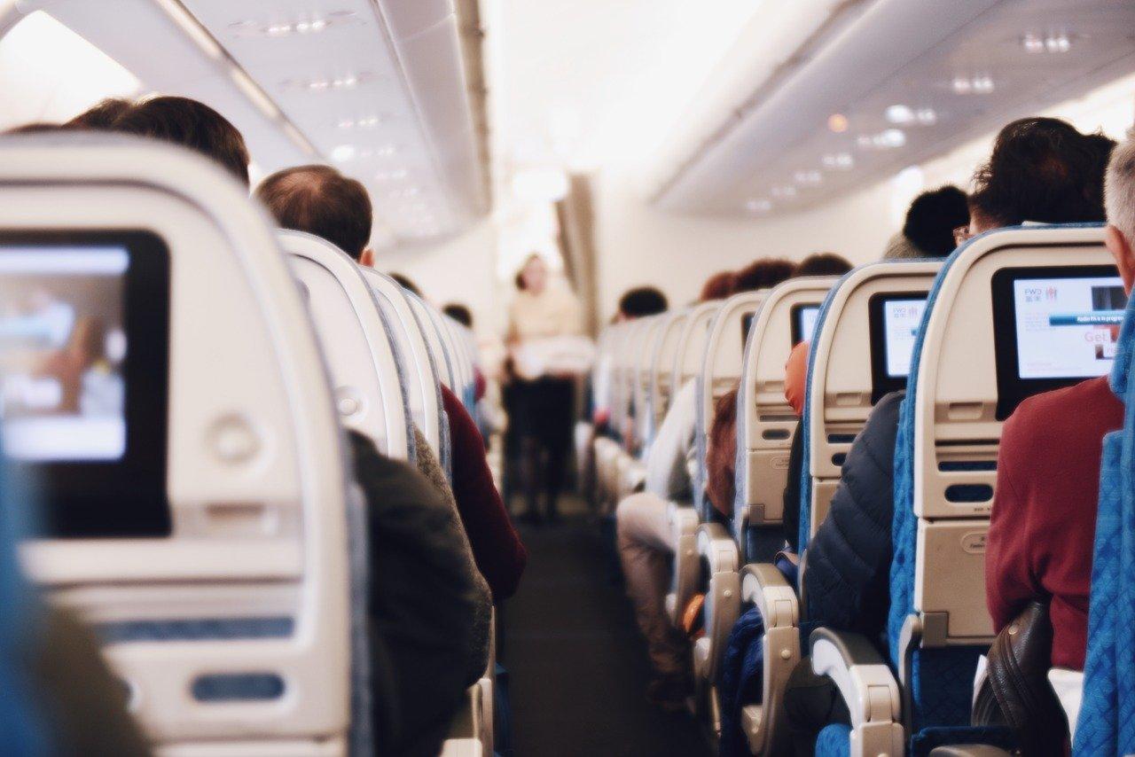 Im Flugzeug gehört die E-Zigarette in das Handgepäck