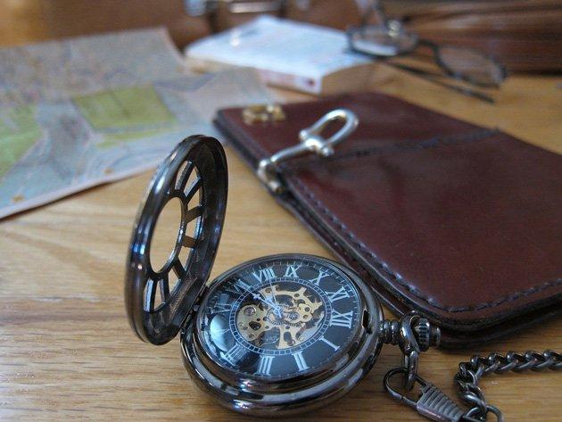 Eine-Taschenuhr-durfte-früher-auf-keiner-Reise-fehlen
