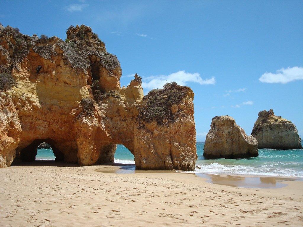 Einzigartige Felsformationen an der Algarve in Portugal.