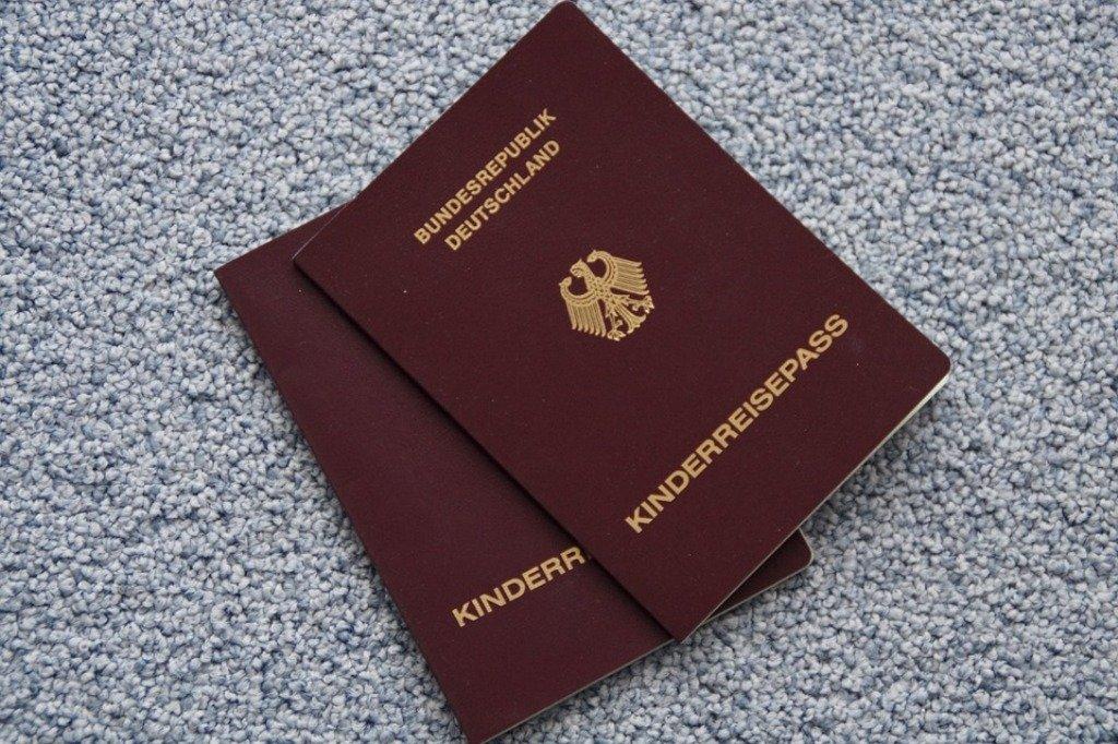 Kinderpass, Reisedokumente