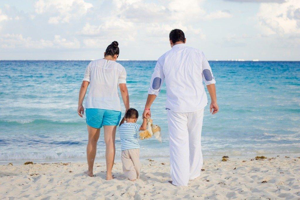 Familie, Reisen mit Kind, Kind, Strand