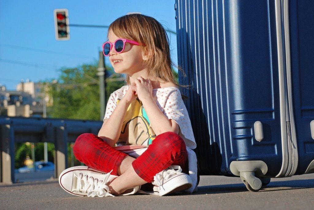 Mädchen, Kind, Koffer, Urlaub, Anreise, Auto
