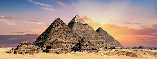 Sonnenuntergang an den Pyramiden