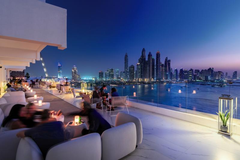 FIVE-Palm-Jumeirah-Beach-Rooftop-Bar-bei-Nacht