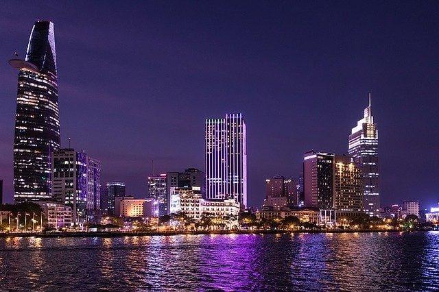 Ho-Chi-Minh Stadt bei Nacht