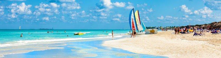 Kitsurfen am Strand von Kuba