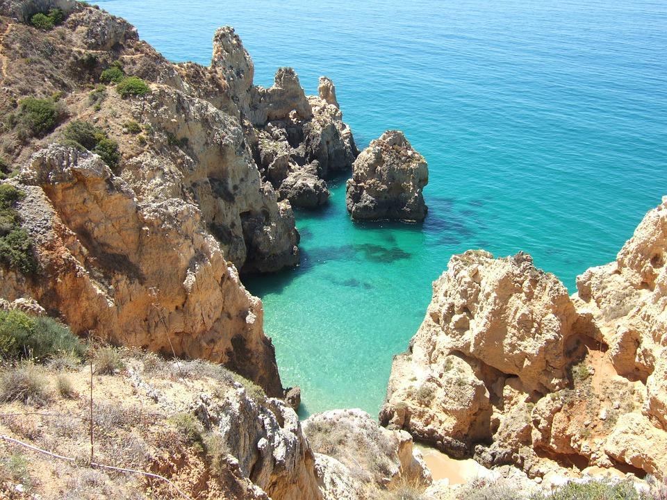 Buchten und Felsen an der Algarve