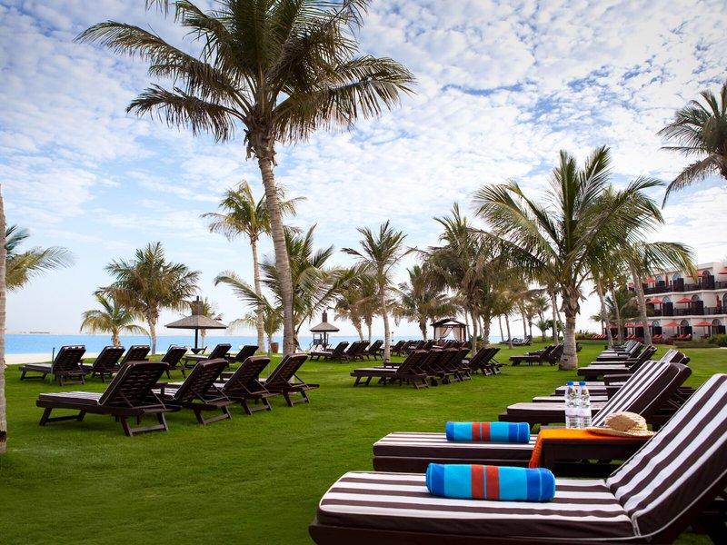 Liegen-JA-Jebel-Ali-Beach-Hotel