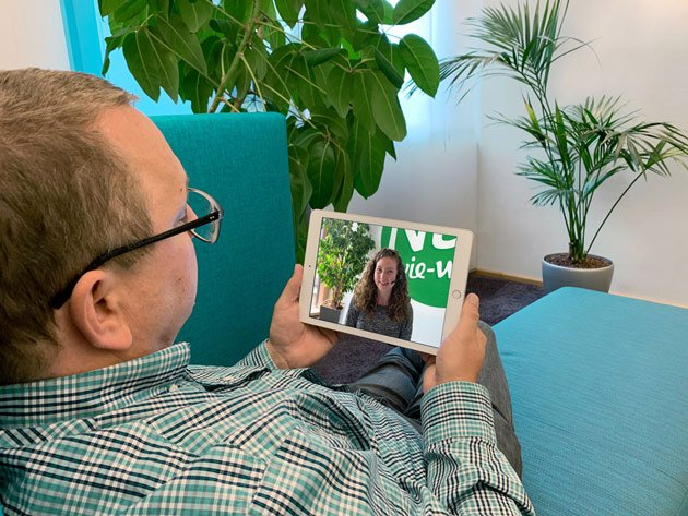 Videoberatung-für-den-nächsten-Urlaub-von-der-Couch-aus-mobil