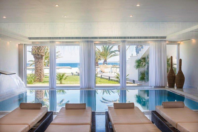 Hoteltipps Kreta Familienhotel Mitsis Rinela Beach Resort & Spa Hallenbad