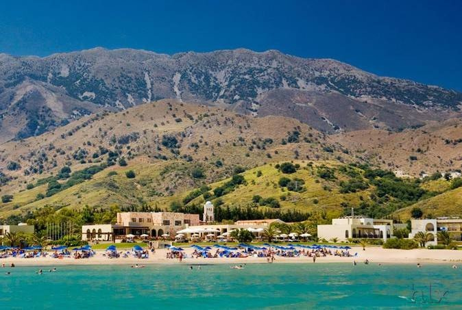 Hoteltipps Kreta Familienhotel Pilot Beach Resort Landschaftsbild mit Meer und Strand